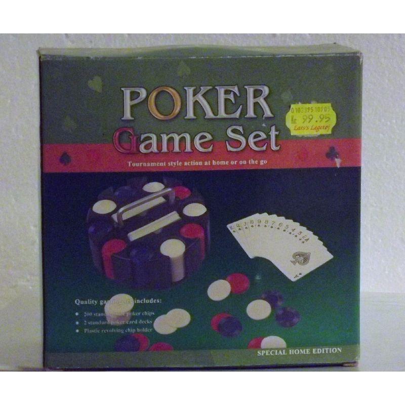 Pokerspil med 2 sæt kort. 200 plastik chips med holder. Kan  bruges til spil og leg. Spil imod dine venner. Hold  spilleaften. Spilleregler medfølger.