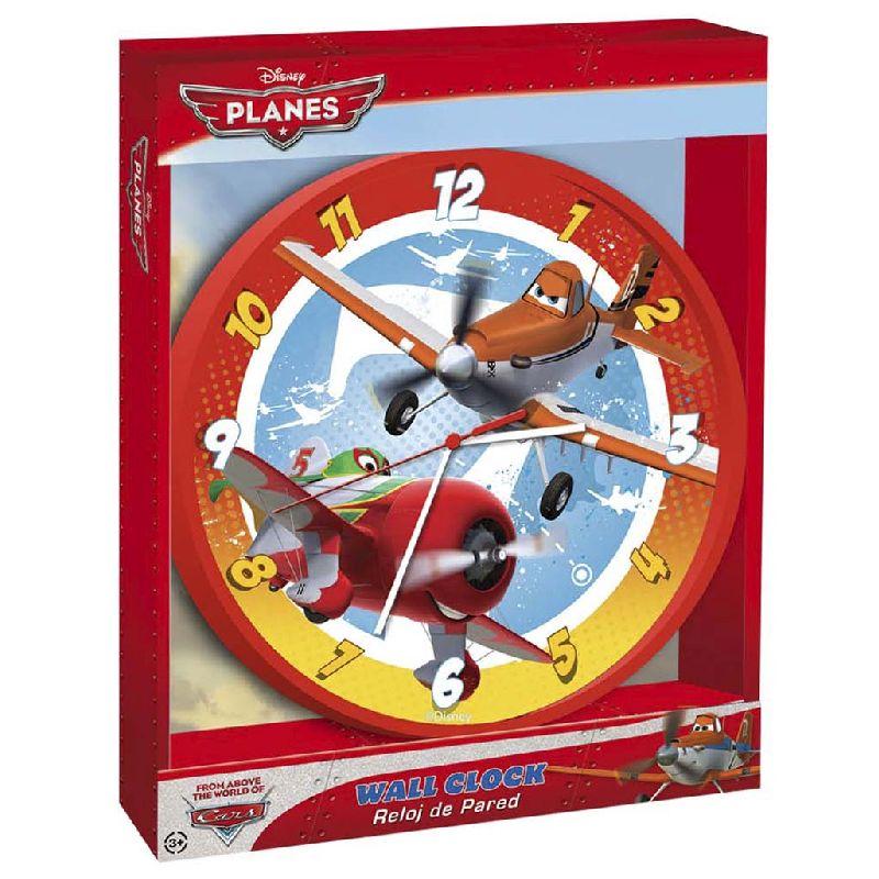 Det flotte ur med motiv af flyvemaskiner fra tegnefilmen  Flyvemaskiner er en oplagt ide til væggen i  drengeværelset. Måler 24 cm i diameter. Batterier er ikke  inkluderet.