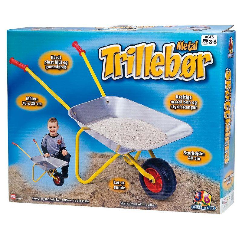Trillebør til børn. Metal og med hjul. Kan bruges til  sand i sandkassen, ved stranden eller i haven. Hjælp til  med haverengøring. Samle ting op. Styrhøjde 40 cm.