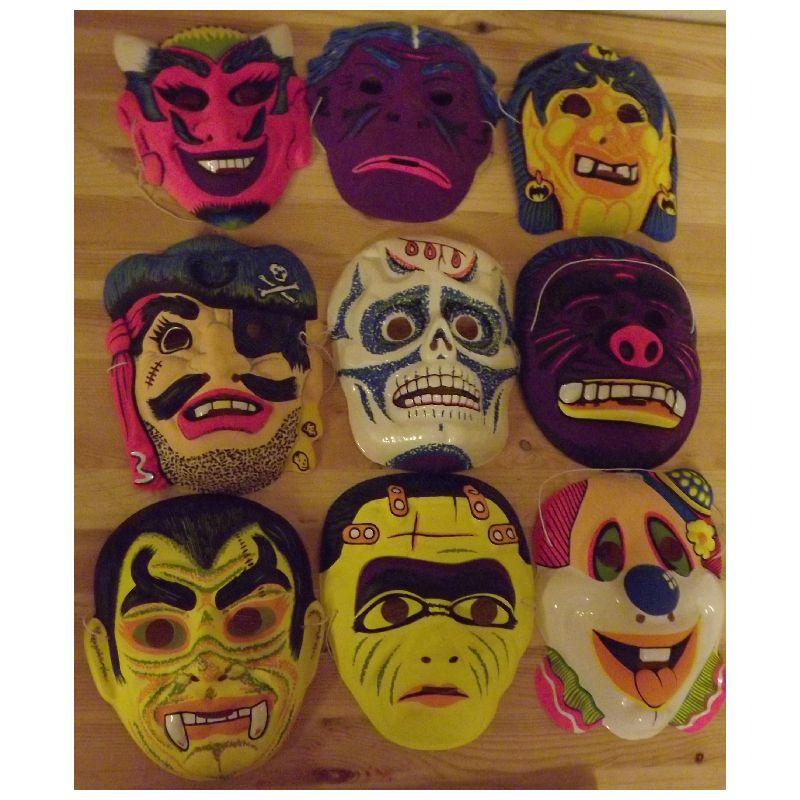 Plast masker med forskellige uhyggelige motiver. God til b�de fastelavn og Halloween.