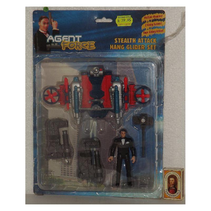 Agent force figur med tilbeh�r. Figuren m�ler ca. 10 cm