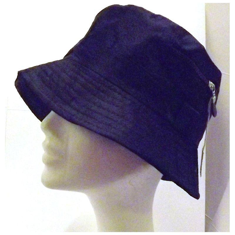 En klasiske b�lle hat kan bruges til mange ting.