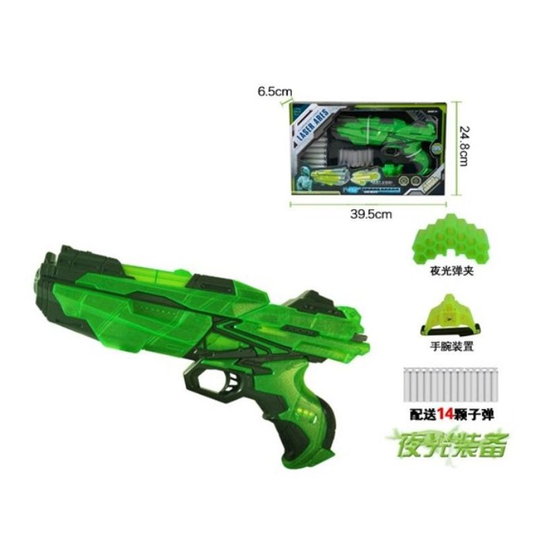 Soft Bullet Gun er i frisk gr�n farve. I pakken er der ogs� 14  skud med til.Der medf�lger b�de armb�nd og holder med til. S�  det er kun fantasi der s�tter gr�nser.