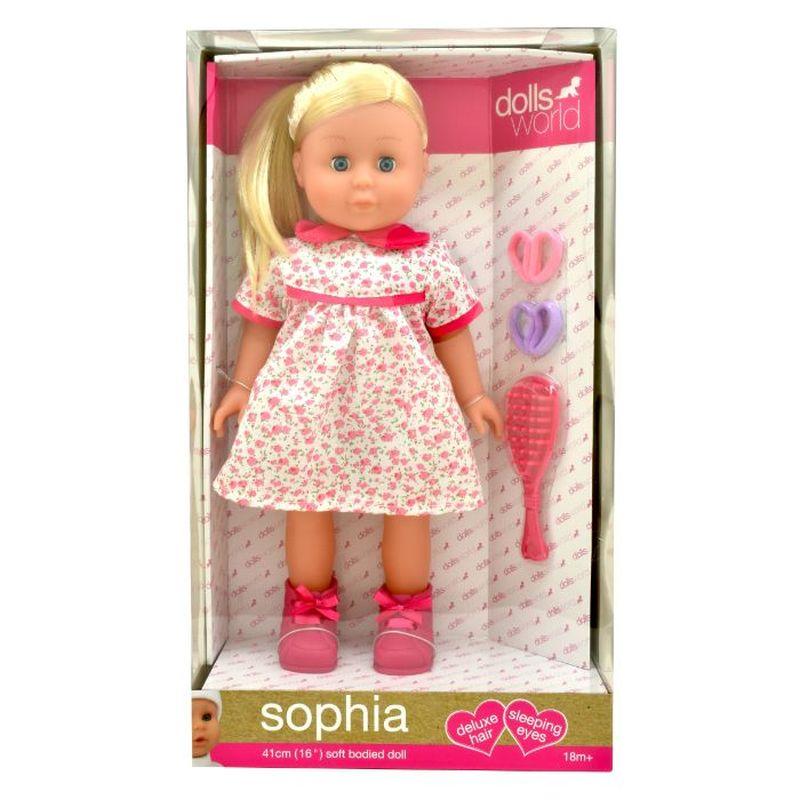 En flot dukke med langt lyst hår, har lukke øjne og der  medfølger tilbehør til håret