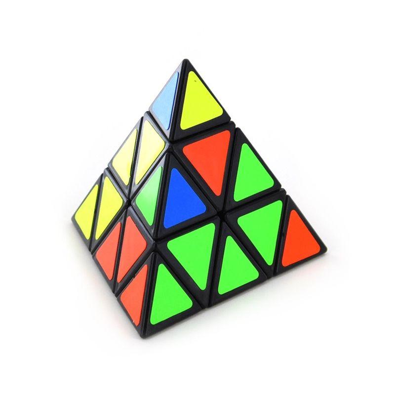 Prøv kræfter med pyramide terningen kan du blande farverne og slutte med den er ens på alle flader til sidst