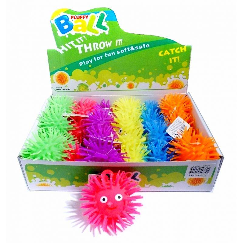 Fluffy bold med pigger i bl�dt gummi, sjov at lege med, er  ogs� udstyret med �je s� man kan h�nge den fast i noget.