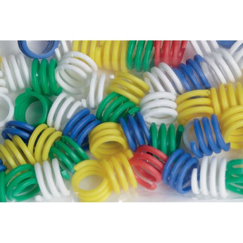 Dueringe i blå, røde, hvide, gule og grønne farver.  Dueringe er hønseringe - bare mindre. I flere  generationer har man leget med ringene.